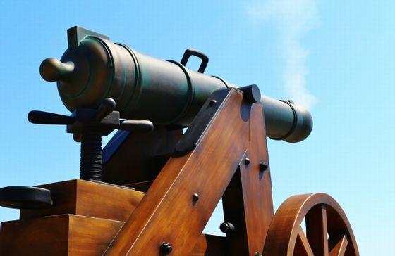 トランプ砲がさく裂中!でもアメリカの経済は良い状況【-124円】